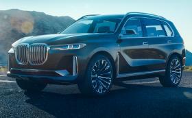 BMW Concept X7 iPerformance е предшественикът на X7. Колата е голяма, а предницата е като стена