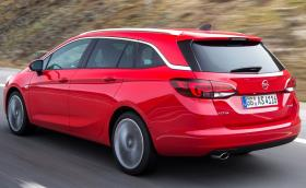 Комби версията на Opel Astra се казва Sports Tourer и изглежда доста елегантно