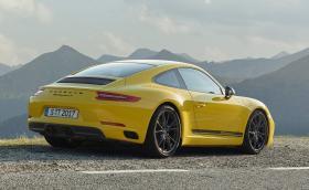 Porsche 911 Carrera T е по-леко с 20 кг, защото идва с по-малко шумоизолация, без задни седалки и стерео