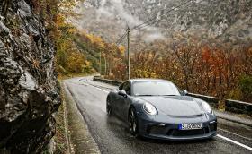 Porsche 911 GT3 Touring: тест на семплата стрела
