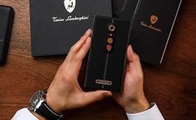 Новият смартфон на Lamborghini струва 4 хилки. Заслужава ли си?