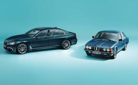 BMW E23 стана на 40. Позира с внучето G11