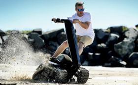 DTV Shredder е хибрид между танк, тротинетка и джет. Мощен е 14 коня и не върви само по вода