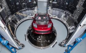 Илон Мъск официално е луда глава: Праща Tesla Roadster на Марс