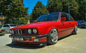 BMW E30 с джатни от Ferrari 348. Комбинацията далеч не е лоша