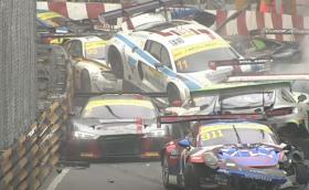 16 коли участваха във верижна катастрофа в GT шампионата на Макао. Епично видео