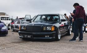 Mercedes-Benz 1000SEL е скандален W126 с плюшен салон и камъни Swarovski