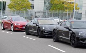 Porsche тества Mission E в компанията на Tesla S 100D