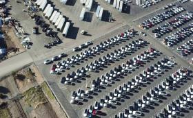 Вижте стотици произведени Tesla Model 3 от дронов поглед
