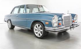 Този подозрителен 1968 Mercedes-Benz 250SE се задвижва от 5,7 V8 от Corvette C4. Мощен е 300 коня. Галерия и инфо