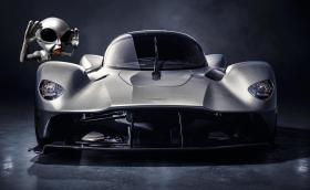 Aston Martin Valkyrie прилича на летяща чиния.  Емблемата му е с 99,4% по-лека от нормалната, ще разполага с 1000 коня