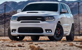 Dodge Durango SRT e мощен 475 коня и може да засили 6 човека до 100 за 4,6 секунди. Галерия и инфо