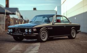 Елегантно BMW E9 3.0 CSi със S52 мотор и 300 коня на задните гуми