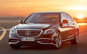 2018 Mercedes-Maybach S 650. По-дълъг е с 9 мм, предлага 630 коня и мега лукс