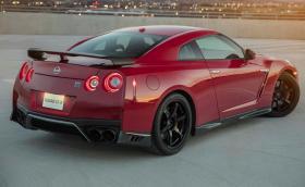 Nissan GT-R Track Edition идва само с 11 копчета, но с 565 к.с. Галерия и инфо