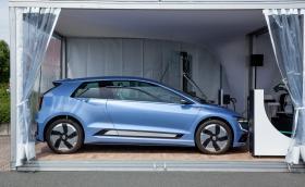 Това е тестовата електрическа кола на VW. Казва се Gen.E