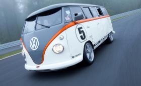Volkswagen T1 с мотор от Porsche 993 Turbo, 530 коня и 750 Нм. Това е любимият ни ван