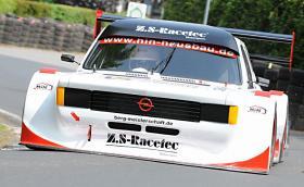 Чуйте как звучи този Opel Kadett C. Задвижва се от 6-цилиндров BMW мотор, който генерира около 360 к.с.