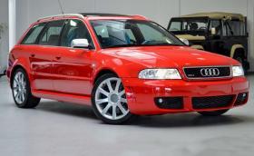Това 2001 Audi RS 4 Avant е колата снимана в брошурата, на 192 км e и се продава за 99 500 евро