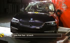 Вижте как потрошават няколко новички BMW Серия 5, за добро. Галерия и видео
