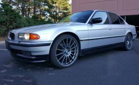 """Това е """"BMW E38 M5"""", 740-ка от 2000-та година с мотор и части от E39 M5. Продава се за $19k"""