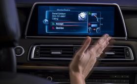 Audi vs BMW vs Mercedes: коя инфоразвлекателна система е най-добра? Видео