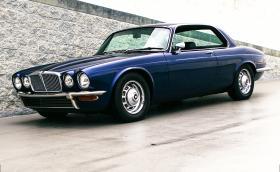 В този 1976 Jaguar XJ Coupe работи 5,7-литров Chevy LS1 V8. Носи боя от Porsche и е прекрасен. Галерия и видео