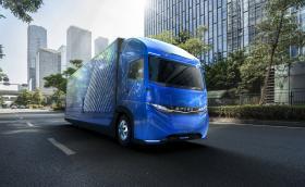 Daimler извади електрически камион преди Tesla