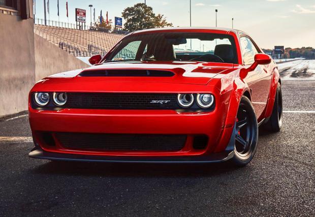 Dodge Challenger SRT Demon е мощен е 840 коня, вдига 100 за 2,5 секунди и предни гуми при старт. Галерия и инфо