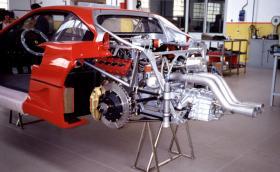 Под карбоновите дрехи на Ferrari F40. Няколко любопитни кадъра. Галерия и малко инфо