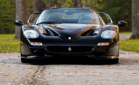 Това 2005 Ferrari F50 струва 5,5 милиона лева. По-скъпо е от Bugatti Chiron. Галерия и инфо