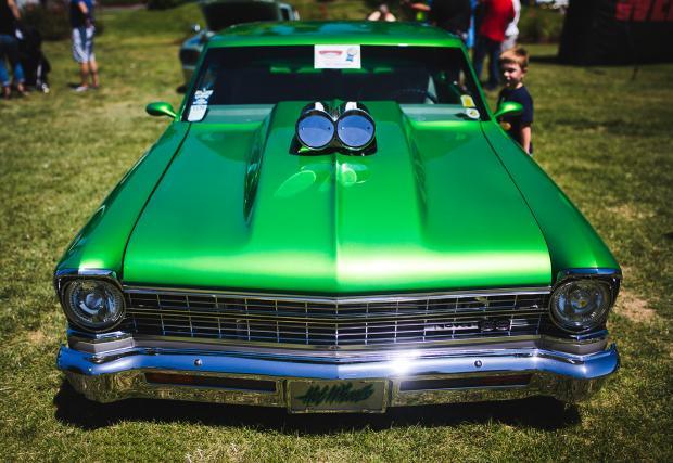 Колите на Америка: от Chevy Nova SS, през чисто нови Ford Mustnag, до стогодишни олдскул возила. Обилна галерия