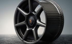 Porsche пуска джанти от плетен карбон. Всяка е направена от 18 километра нишки, комплектът струва 15 232 евро