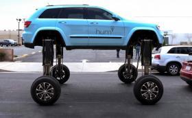 Този Jeep е най-наглото превозно средство в трафика. Видео и галерия