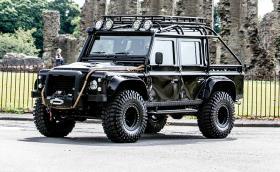 Бъдете злодей на пътя и си купете този 2014 Land Rover Defender SVX 'Spectre'. Носи се на Bilstein рали амортисьори и 37-инчови гуми