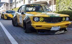 Тази Liberty Walk Mazda RX-3 е брутална. Развърта се до 10 000 об/мин. Галерия и видео