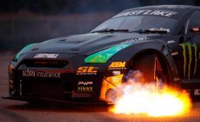 1400-конният Nissan GT-R плюе огън. Галерия заедно с 650-конното Murciélagо