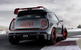 MINI John Cooper Works GP Concept е пистарка с много карбон и откачени спойлери. Допускаме, че може да изкара 250 коня
