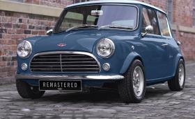 Това старо Mini е ново Mini, но старо. В интериора му има части от Jag и Merc, струва минимум 170 000 лв.