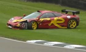 """Барабанистът на """"Пинк Флойд"""" Ник Мейсън потроши своя McLaren F1 GTR. Колата струва 3,5 млн. евро, Ник е добре. Видео"""