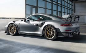 Porsche 911 GT2 RS е мощно 700 коня, вдига сто за 2,8 и развива 340 км/ч. Видео, галерия и всичко за колата