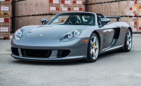Искаме да купим това Porsche Carrera GT. Колата е на 13 500 км и се продава. Галерия и инфо
