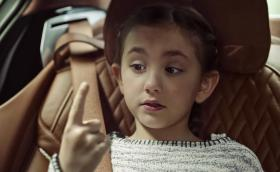 Интериорът на BMW Серия 7 може да накара децата ви да си преместят пръста от носа в устата. Видео