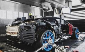 Bugatti тества 8-литровия четири-турбо W16 мотор на Chiron на брутален стенд. Видео