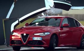 """Крис Харис в TopGear: """"Alfa Giulia е по-добра от BMW M3!"""". След което Крис поторошава колата. Галерия и инфо"""