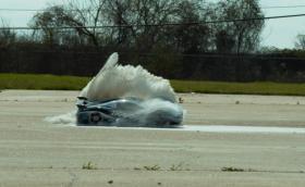 Със 160 км/ч през брашно, през пламъци и челен удар с 320 км/ч. Traxxas XO-1 е брутална количка с дистанционно. Видео и галерия