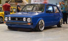 Този 1983 VW Golf MkI е с джанти 'Porsche' и с въздушно окачване. Галерия от Volkswagen Club Fest 2017