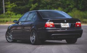 Това BMW E39 M5 е на 600 хил. км и не му личат