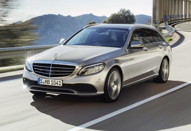Mercedes обнови C-класата. Превърна я в малък S