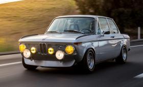 Това BMW 2002 получава мотор от E30 M3. По-забавно е от Porsche GT3